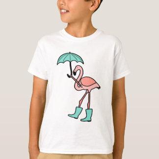 T-shirt Flamant tenant le parapluie et portant des bottes