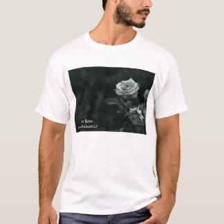 T-shirt Fleur basse d'écho par Suzanne Renee