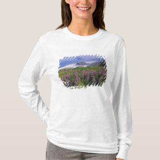 T-shirt Fleurs de loup et littoral rocailleux le long
