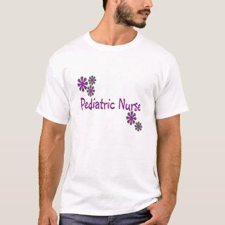 T-shirt Fleurs pédiatriques de pourpre d'infirmière