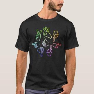 T-shirt foncé de base d'entretien de main