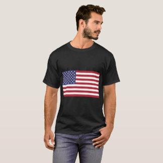 T-shirt foncé de base du drapeau américain des
