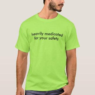 T-shirt fortement traité avec des médicaments…