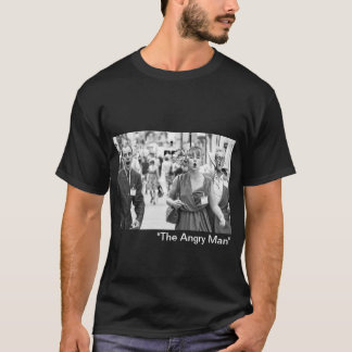 T-shirt Foule fâchée protestant dans le highstreet