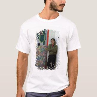 T-shirt Frank Stella près d'un à lui travaille