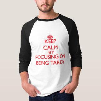 T-shirt Gardez le calme en se concentrant sur être tardif