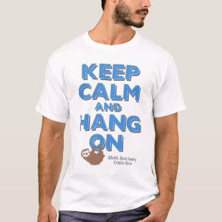 T-shirt Gardez le calme et accrochez sur la pièce en t de
