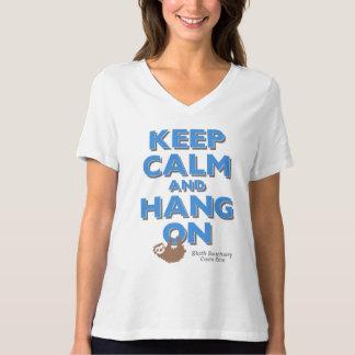 T-shirt Gardez le calme et accrochez sur la pièce en t des