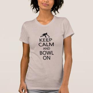 T-shirt Gardez le calme et la cuvette sur la chemise -