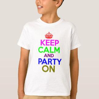 T-shirt Gardez le calme et la partie sur la conception