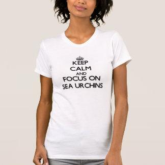 T-shirt Gardez le calme et le foyer sur des oursins