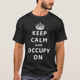 T-shirt Gardez le calme et l'occupez dessus
