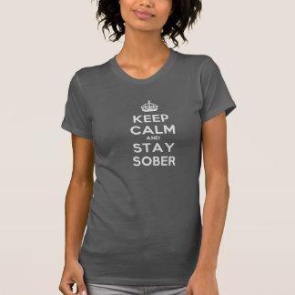 T-shirt Gardez le calme et restez la pièce en t sobre