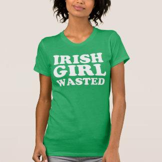T-shirt gaspillé par fille irlandaise