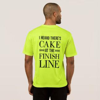 T-shirt Gâteau à la chemise de ligne d'arrivée le coureur