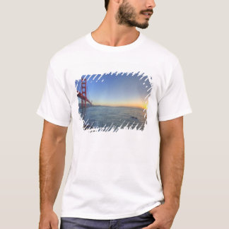 T-shirt Golden gate bridge au lever de soleil du fort