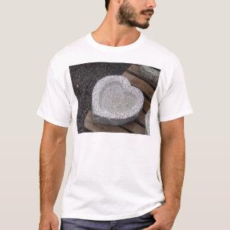 T-shirt granit sculpté de cuvettes de shap de coeur gry