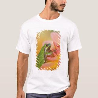 T-shirt Grenouille d'arbre Pacifique sur les fleurs dans