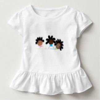 T-shirt hérissé par fille d'enfant en bas âge