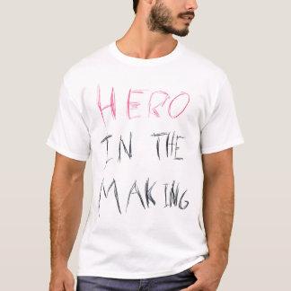 T-shirt Héros dans la fabrication