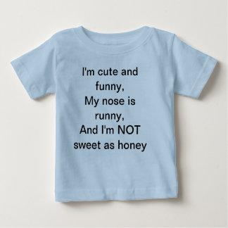 T-shirt hilare d'enfants en bas âge