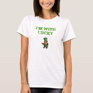 T-shirt i&apos ; m avec chanceux, je suis AVEC CHANCEUX