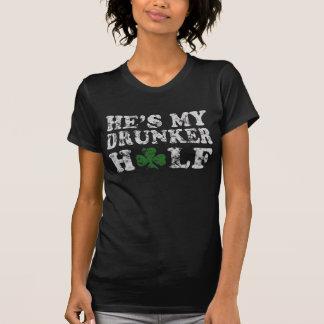 T-shirt Il est mon des couples de jour de Drunker demi de