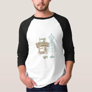 T-shirt Illustration antique de kit de couturière