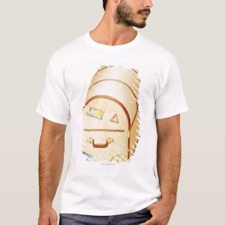 T-shirt Illustration de coffre avec des autocollants de