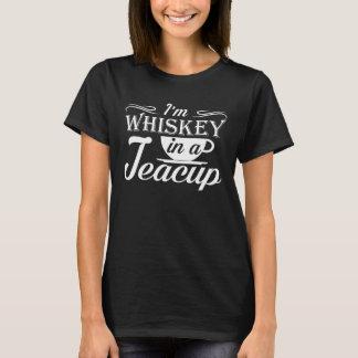 T-shirt Im whiskey dans un amour drôle de tasse de thé de