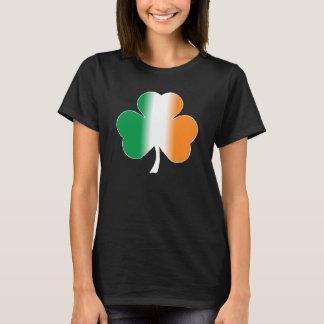 T-shirt irlandais de shamrock de drapeau