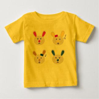 T-shirt jaune avec des lapins
