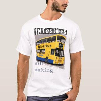T-shirt jaune d'autobus d'intestins