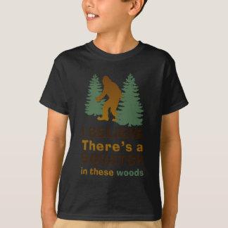 T-shirt Je crois qu'il y a des SQUATCH en ces bois
