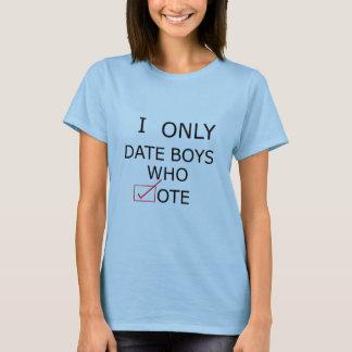 T-shirt Je date seulement les garçons qui votent