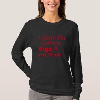 T-shirt Je fonctionne à la caféine, porcs, et jure des