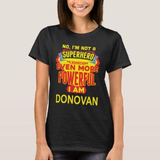 T-shirt Je ne suis pas un super héros. Je suis DONOVAN.