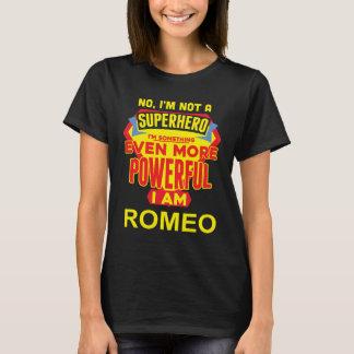 T-shirt Je ne suis pas un super héros. Je suis ROMEO.