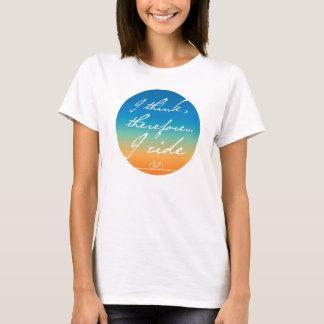 T-shirt Je pense, donc je monte des dames faisant un cycle