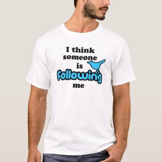 T-shirt Je pense que quelqu'un me suit