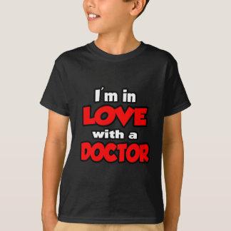 T-shirt Je suis dans l'amour avec un docteur