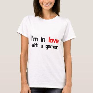 T-shirt Je suis dans l'amour avec un Gamer