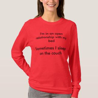 T-shirt Je suis dans un rapport ouvert avec mon lit