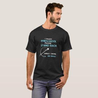 T-shirt J'enseigne préscolaire recule tandis que je