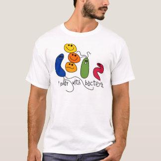 T-shirt Jeu avec des bactéries