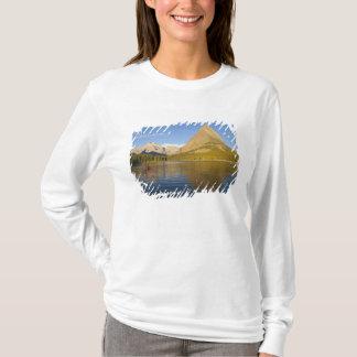 T-shirt Kayaking dans le lac Swiftcurrent au lever de