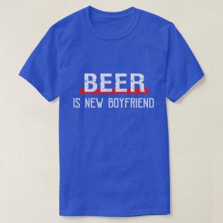T-shirt La bière est Saint-Valentin drôle de nouvel ami