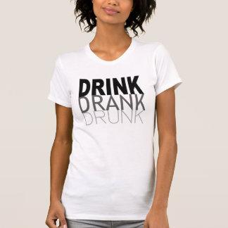 T-shirt La boisson a bu ivre