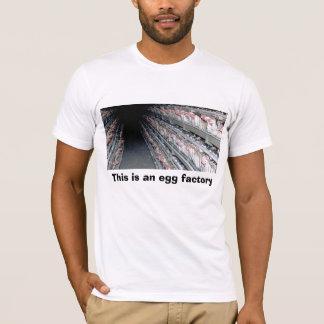 T-shirt La cage de batterie, ceci est une usine d'oeufs