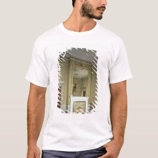 T-shirt La chambre à coucher avec la cheminée a conçu par